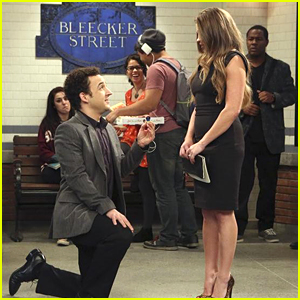 Cory Re-Proposes To Topanga On 'Girl Meets World'!