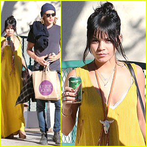 Vanessa Hudgens & Austin Butler Brave The Market Ahead of Thanksgiving