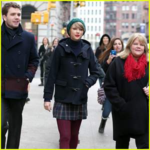Taylor Swift, Her Brother Austin, & Their Mom Spend Time Together Before Christmas!