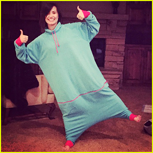 Demi Lovato Looks Ready for 2015 In Her Cozy Pod!
