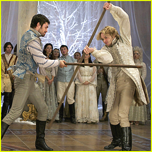 Francis & Conde Fight With Sticks Over Mary In Tonight's 'Reign'