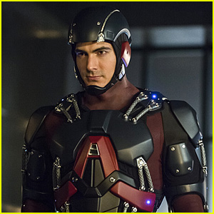 Ray Races to Finish The Atom Suit on Tonight's 'Arrow' - See the Pics!