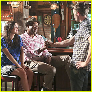 Wade Just Can't Stop Flirting In 'Hart Of Dixie' Tonight - See The Pics!