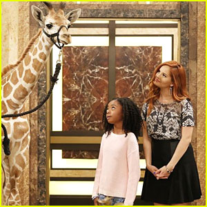 The Ross Family Gets A Giraffe on Tonight's 'Jessie' - See The Pics!
