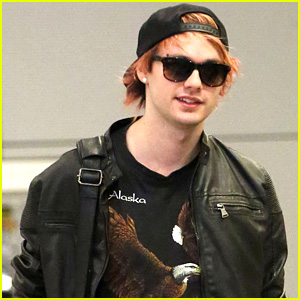 5SOS' Michael Clifford Dyes His Hair Orange - Do You Like It?