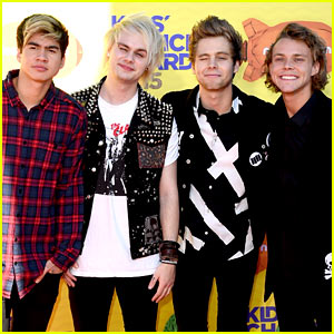 5 Seconds of Summer Heat Up the KCAs 2015!