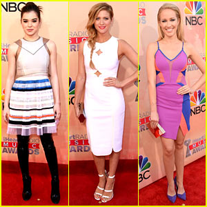 'Pitch Perfect 2' Ladies Glam Up for iHeartRadio Music Awards 2015!