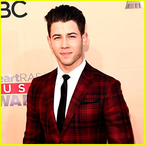 Nick Jonas Leaves Slime Behind for iHeartRadio Music Awards 2015!