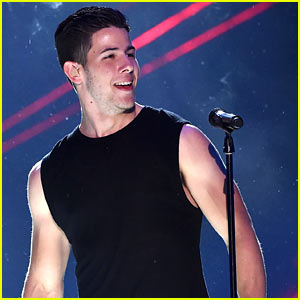 Nick Jonas Opens KCAs 2015 with Hot Performance! (Video)