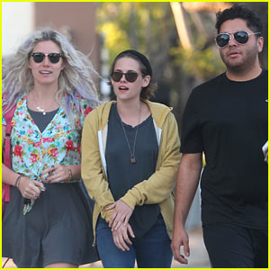 Kristen Stewart Starts April with Good Friends