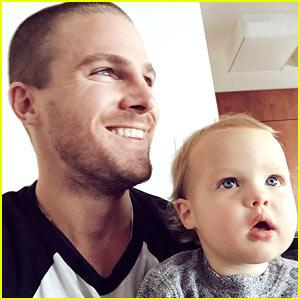 Stephen Amell's Daughter Mavi Recognizes Him on 'Arrow'!