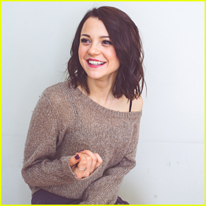 Kathryn Prescott Talks Twins: 'We Have A Very Specific Type Of Bond'