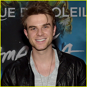 Nathaniel Buzolic Lands Role on Upcoming CW Comedy 'Significant Mother'