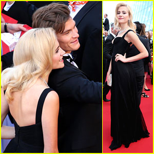 Pixie Lott & Oliver Cheshire Take Selfie On Cannes Red Carpet
