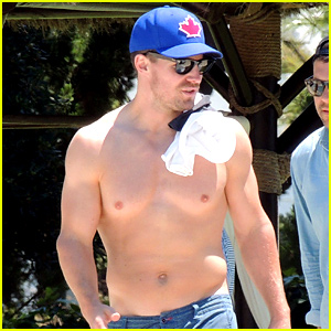 Stephen Amell Goes on a Family Vacation in Spain