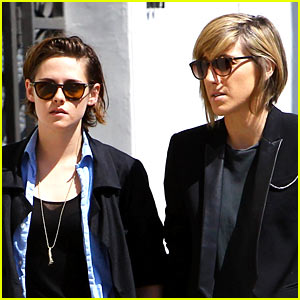 Kristen Stewart's Mom Never Talked About Her Love Life!