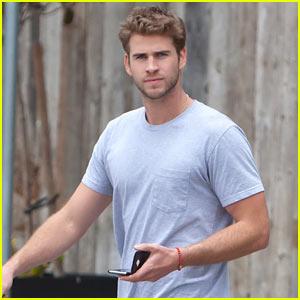 Liam Hemsworth Loses the Scruff!