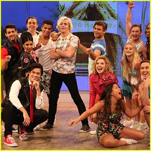 'Teen Beach 2's Ross Lynch, Grace Phipps, Garrett Clayton & Jordan Fisher Perform 'That's How We Do' On 'The View'