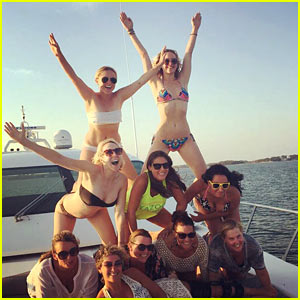 Jennifer Lawrence Shows Off Her Bikini Body on Vacation!