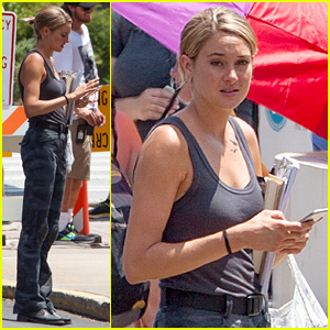 Shailene Woodley Grabs Food on 'Allegiant' Set