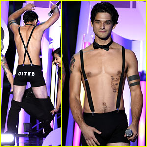 Tyler Posey Goes Shirtless, Wears Only Underwear at Comic-Con Event!