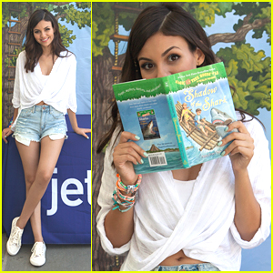 Victoria Justice Reads 'Magic Tree House' At JetBlue's Soar With Reading Event
