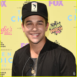Austin Mahone Lives Up to His 'Hottie' Status at Teen Choice Awards 2015