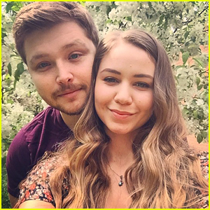 Sterling Knight & Ayla Kell Cutely Answer Dating Questions During 'Melissa & Joey' Series Finale Live Chat