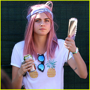 Cara Delevingne Shows Off Her New Pink Hair Color!