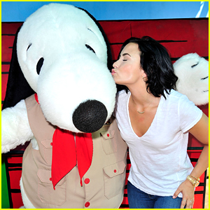 Demi Lovato & Wilmer Valderrama Hang With Snoopy At Knott's Berry Farm