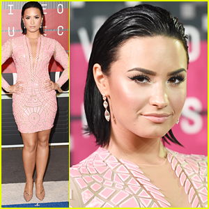 Demi Lovato Is 'Cool For the Summer' At MTV VMAs 2015
