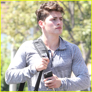 Gregg Sulkin Goes Shopping For Teen Choice Awards