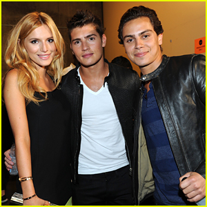 Jake T. Austin Has 'Wizards Of Waverly Place' Reunion With Gregg Sulkin & Bella Thorne at Teen Choice Awards 2015