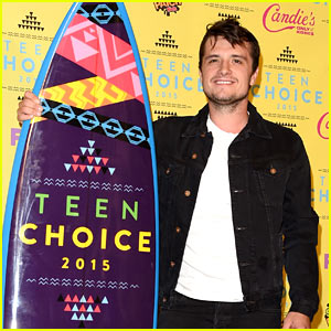 Josh Hutcherson Wins for 'Hunger Games' at Teen Choice 2015!