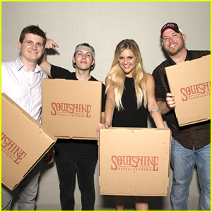 Kelsea Ballerini Celebrates Her #1 Record With A Pizza Party!