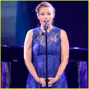 'Frozen' Cast Sings 'Do You Want to Build a Snowman?' at D23 Expo - Watch Now!