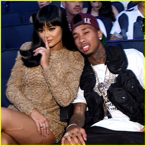 Kylie Jenner Sits Front Row at VMAs 2015 with Tyga!