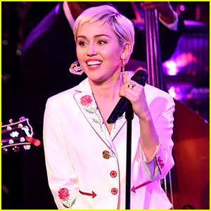 Miley Cyrus Will Host the 'SNL' Season Premiere!