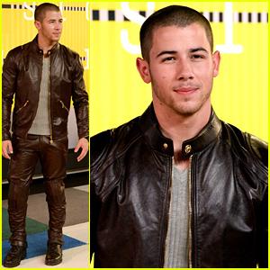 Nick Jonas Arrives for the MTV VMAs 2015!