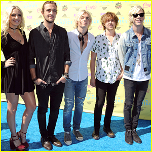 Ross Lynch Brings R5 To Teen Choice Awards 2015