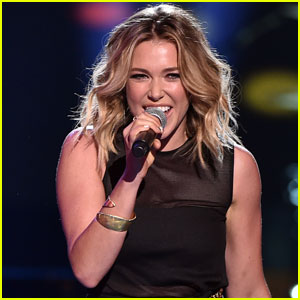 Rachel Platten Sings Her 'Fight Song' on Teen Choice Awards 2015 Stage - Watch Now!