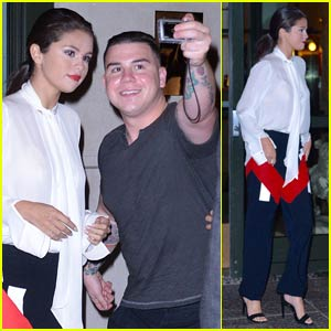 Selena Gomez is Fan-Friendly Before Big Apple Dinner With Friends