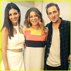 Sofia Reyes & Kendall Schmidt Perform New Version Of 'Conmigo' At KCA Mexico (Exclusive Pics)