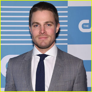 Stephen Amell is Set to Appear on WWE's 'Monday Night RAW'!