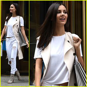 Victoria Justice Says She Wouldn't Be Who She Is Without Reading