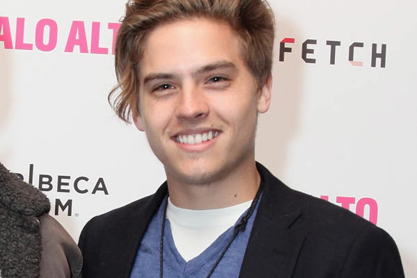 The 25-year old son of father Matthew Sprouse and mother Melanie Sprouse, 180 cm tall Dylan Sprouse in 2017 photo