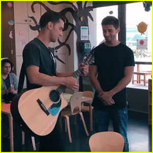 Jake Miller Sings To Patients At Mattel Children�s Hospital UCLA - Watch Now!