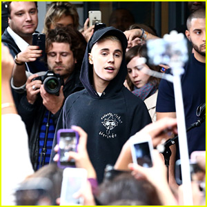 Justin Bieber Draws A Crowd For 'What Do You Mean?' In Paris