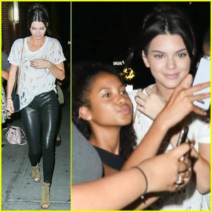 Kendall Jenner is Fan-Friendly in NYC!