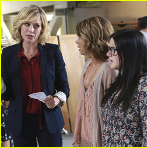 Haley & Alex Head To Work With Claire On Tonight's 'Modern Family'